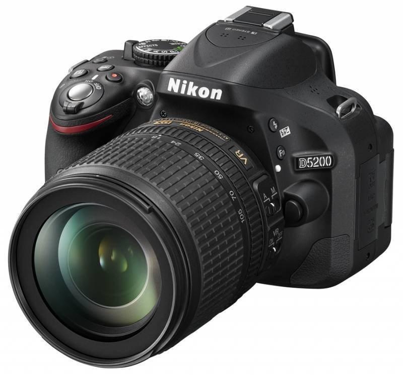 Digitální zrcadlovka Nikon D5200+18-105 AF-S DX VR Digitální zrcadlovka, 24.1 Mpx, 3 displej, USB, miniHDMI, černá VBA350K005