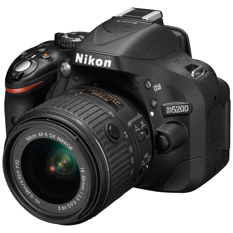 Digitální zrcadlovka NIKON D5200 + AF-S DX Digitální zrcadlovka, digitální, s objektivem 18-55 VR II AF-S DX, černá VBA350K007