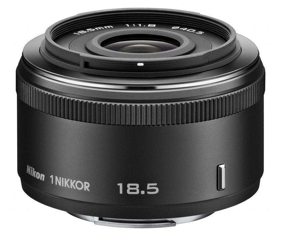 Objektiv Nikon 1 NIKKOR 18,5 mm f/1,8 Objektiv, 18,5 mm, f/1,8, černý JVA102DA