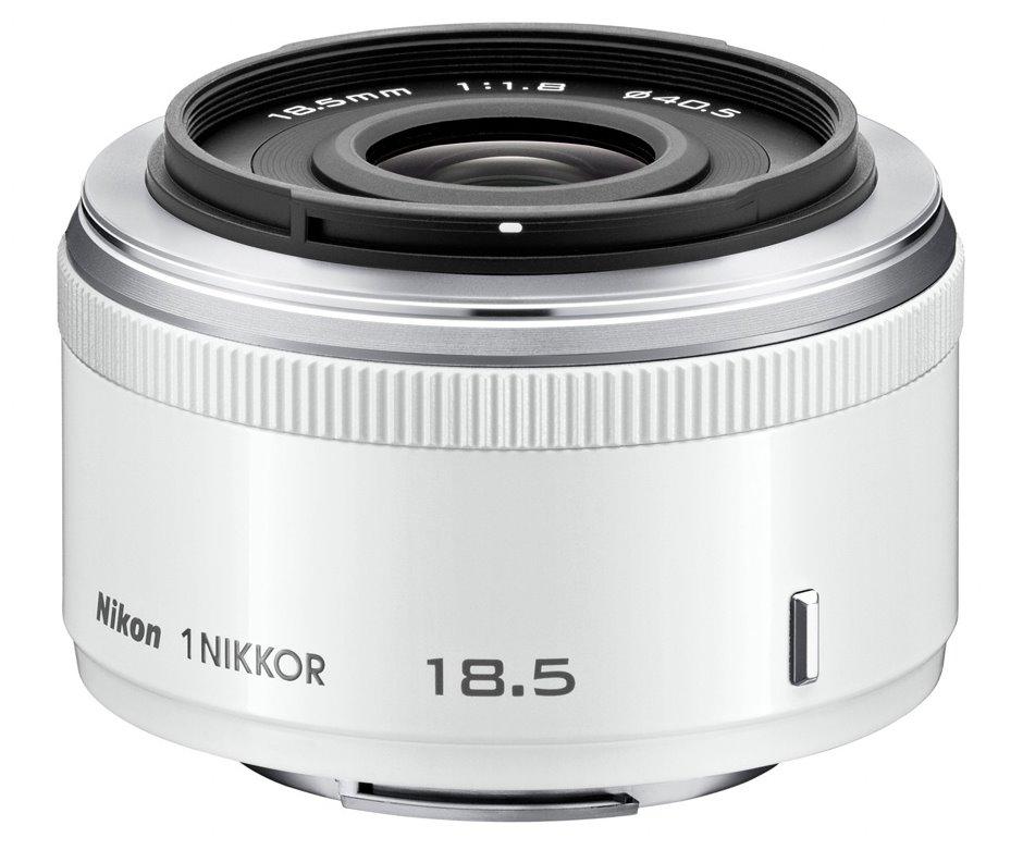 Objektiv Nikon 1 NIKKOR 18,5 mm f/1,8 Objektiv, 18,5 mm, f/1,8, bílý JVA102DB