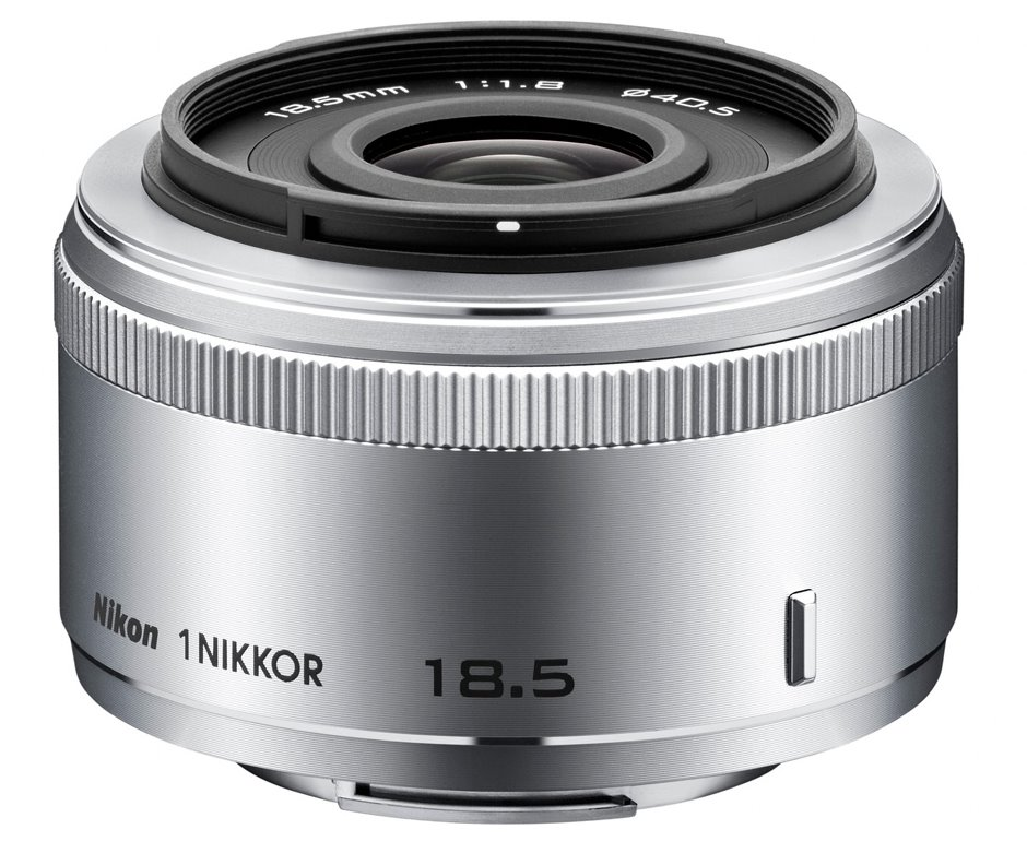 Objektiv Nikon 1 NIKKOR 18,5 mm f/1,8 Objektiv, 18,5 mm, f/1,8, stříbrný JVA102DC