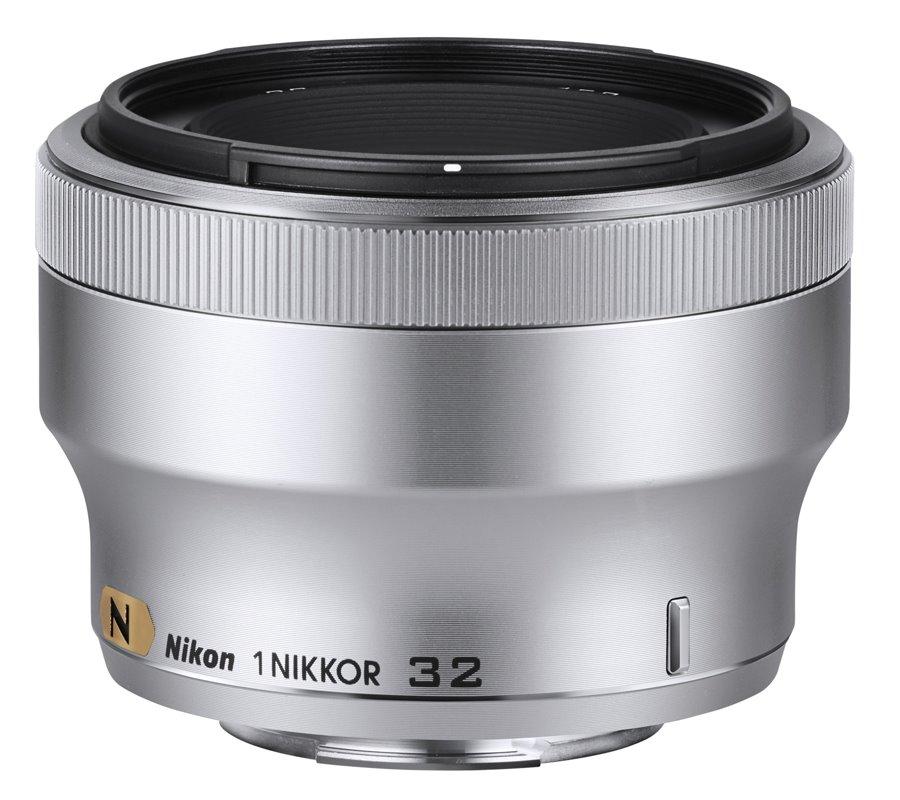 Objektiv Nikon 1 NIKKOR 32 mm f/1,2 Objektiv, 32 mm, f/1,2, stříbrný JVA301DB