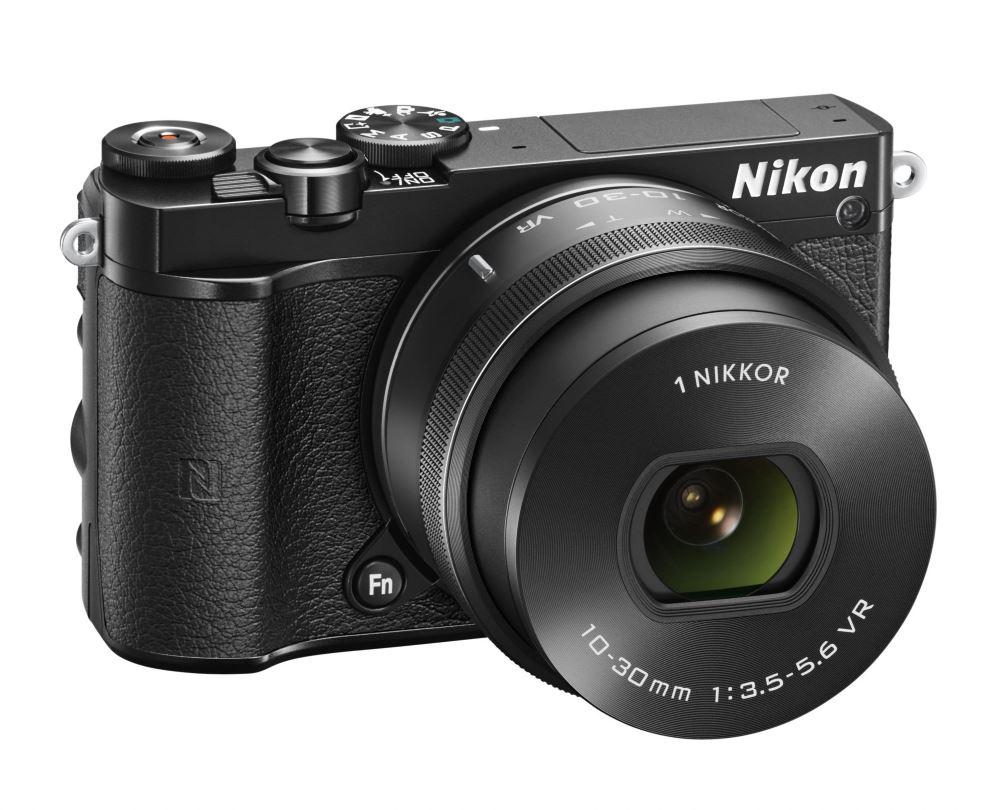 Digitální fotoaparát NIKON 1 J5 + 10-30mm černý Digitální fotoaparát, objektiv 10-30mm, černý VVA241K001