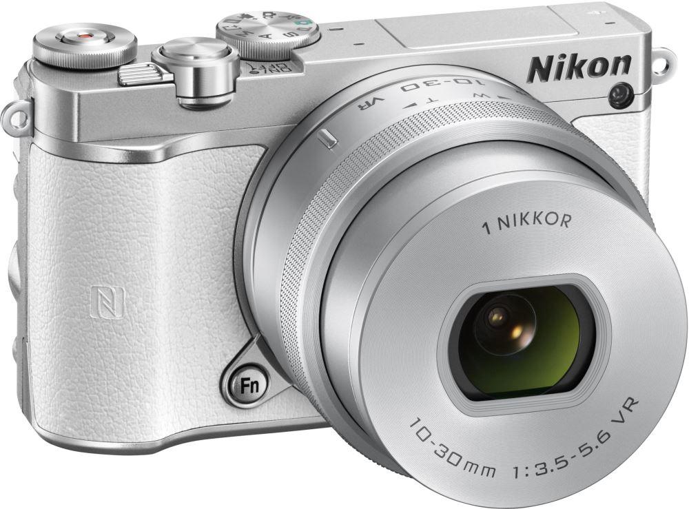 Digitální fotoaparát NIKON 1 J5 + 10-30mm bílý Digitální fotoaparát, objektiv 10-30mm, bílý VVA242K001
