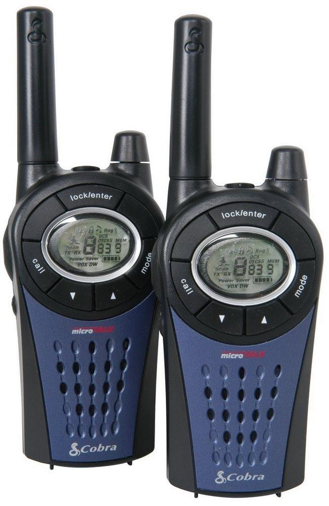 Vysílačka COBRA MT975C Vysílačka, profi PMR, 2 ks, nabíječka + 8x nabíjecí baterie AAA, 8 kanálů, dosah 12km COBRA-MT975C